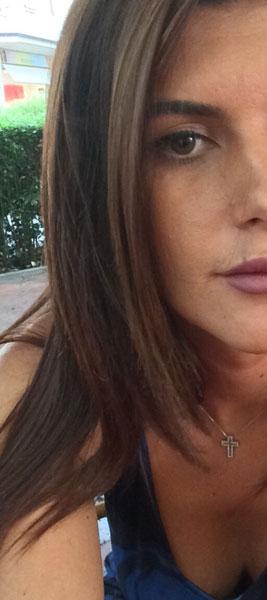 Belle brunette transgenre sur Saint-Malo