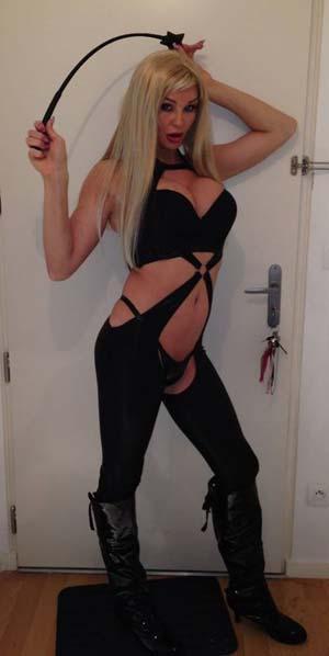 Blois : Maîtresse trans blonde veut soumis